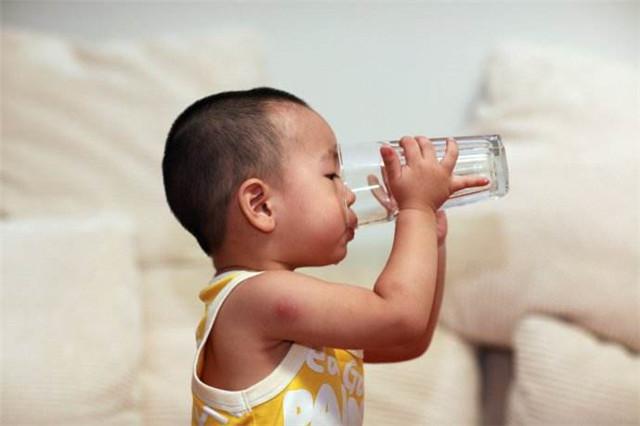 净水器让小孩爱上喝水